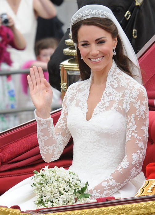 kate-middleton-wedding-dress-detail