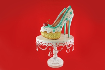 White+andTeal+Cake+Heels+stand